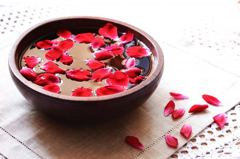Rose water (Medical News Today)