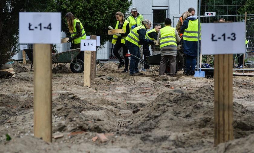 """Koparki niszczyły groby """"żołnierzy wyklętych"""""""
