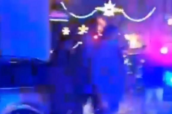 ŽESTOK OBRAČUN U PLZENJU! Česi tukli navijače tzv. Kosova sa sve ZASTAVAMA Srbije! /VIDEO/