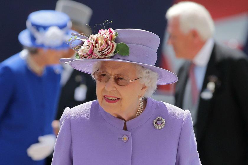 Królowa Elżbieta II jest na łożu śmierci? Ministrowie szykują się na jej zgon