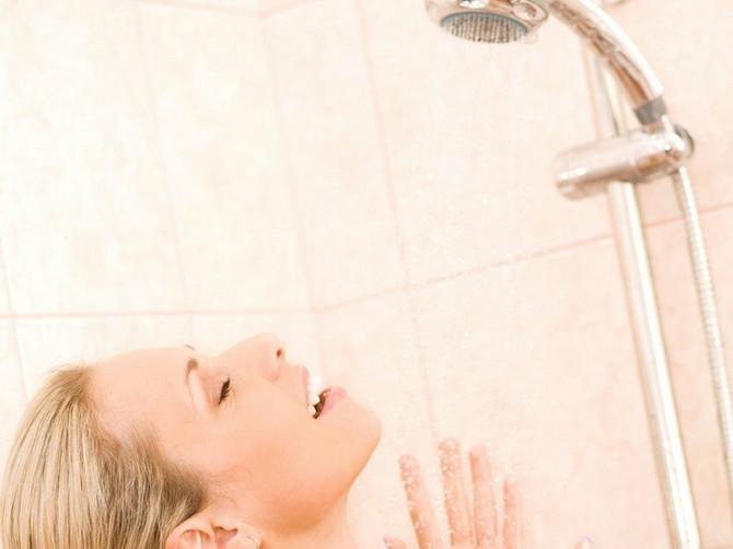 Pitali smo dermatologa: Da li je bolje da se tuširamo toplom ili hladnom vodom?