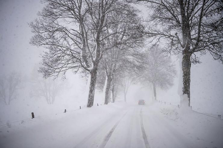 sneg-padavine-put