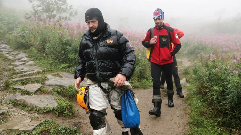 Ratownicy TOPR wracają z rejonu jaskini Wielkiej Śnieżnej