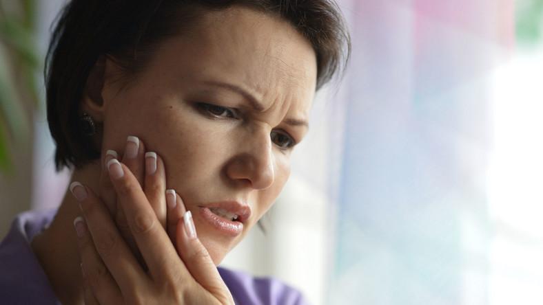Jak nie szkodzić zębom podczas wakacji?