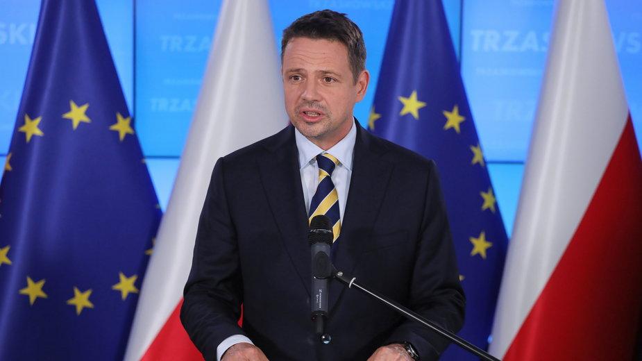 Rafał Trzaskowski podczas wczorajszego oświadczenia dla mediów w Warszawie