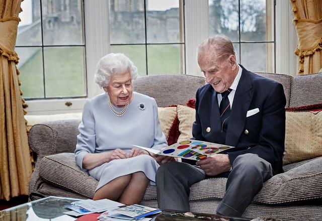 Kraljica Elizabeta i princ Filip proslavili su 73 godišnjicu braka 2020.
