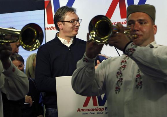 Aleksandar Vučić i trubači u SNS-u proslavljaju pobedu na predsedničkim izborima