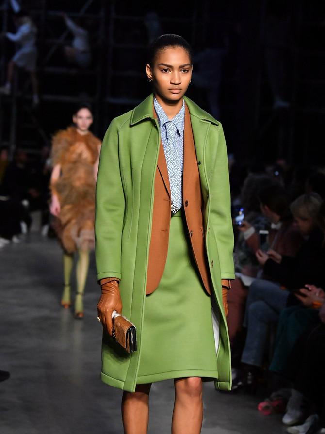 Londonska nedelja mode. Model iz kolekcije modne kuće Barberi za jesen/zimu 2019/20