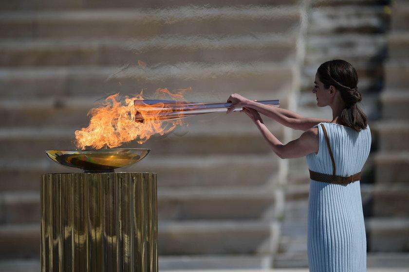 Na razie olimpijski ogień spokojnie podróżuje. Właśnie dotarł do Japonii