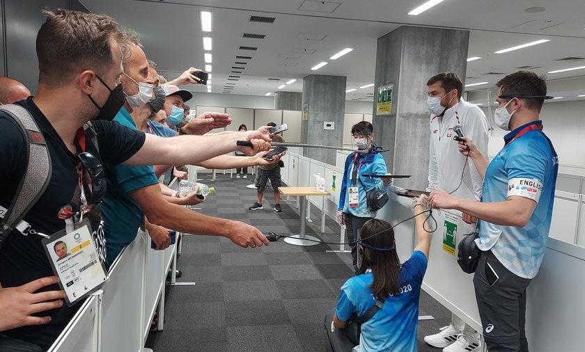 Wolontariusze pomagają między innymi w kontaktach dziennikarzy ze sportowcami