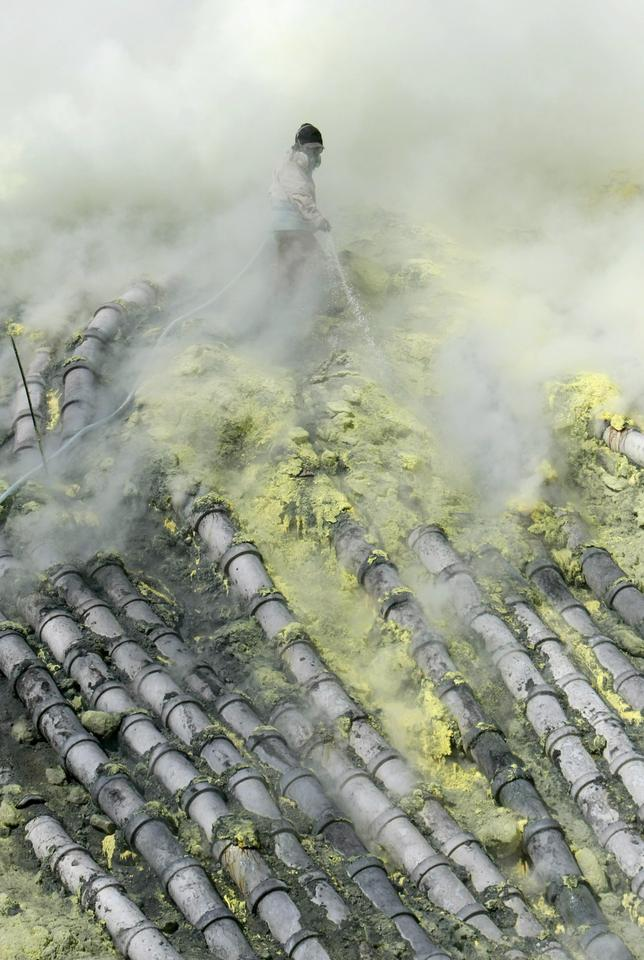 Indonezja - Jawa - siarka z wulkanu Kawah Ijen