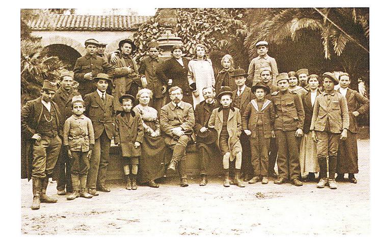 Slika 2 Srpski vojnici i civili u Alžiru između 1916 i 1919(Zbirka fotografija Istorijskog muzeja Srbije) (1)