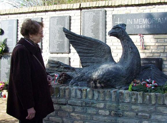 """""""Ptica slomljenih krila"""" na Senćanskom groblju podignuta je nevinim žrtvama komunističkog terora"""