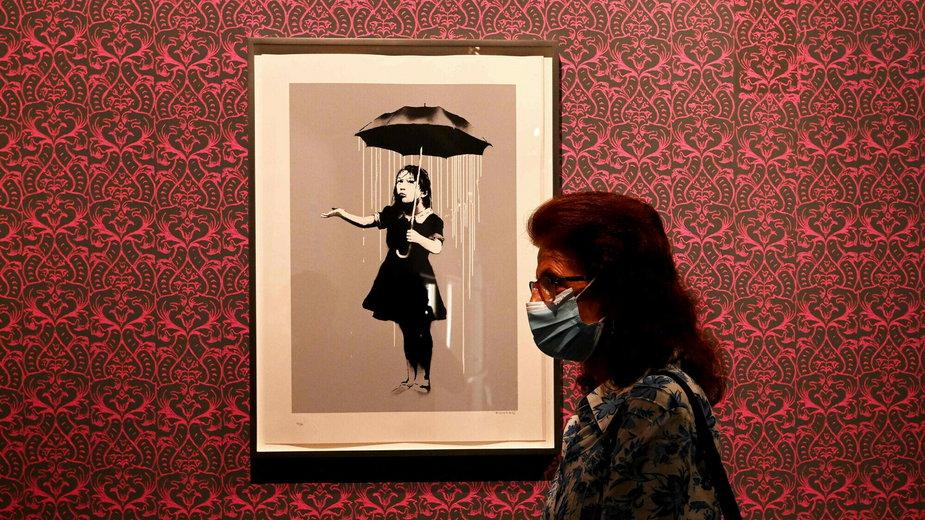 """Girl with Umbrella"" Banksy'ego na wystawie ""A Visual Protest"""