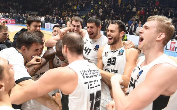 Slavlje košarkaša Partizana posle pobede nad Turk Telekomom i plasmana u Top 16 Evrokupa