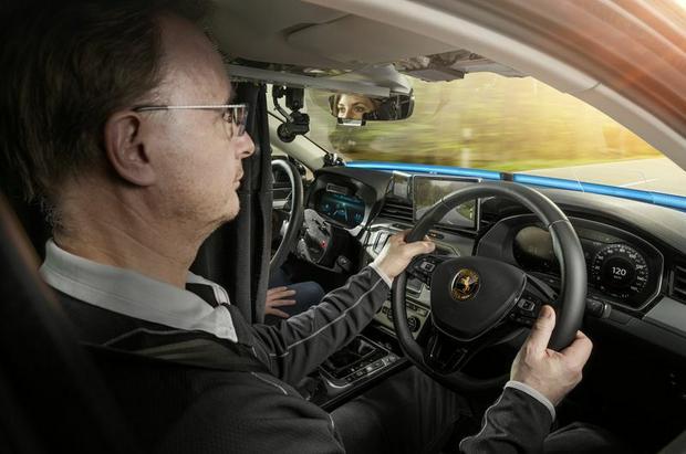 Na fotelu pasażera czuwa specjalnie przeszkolony kierowca Continental