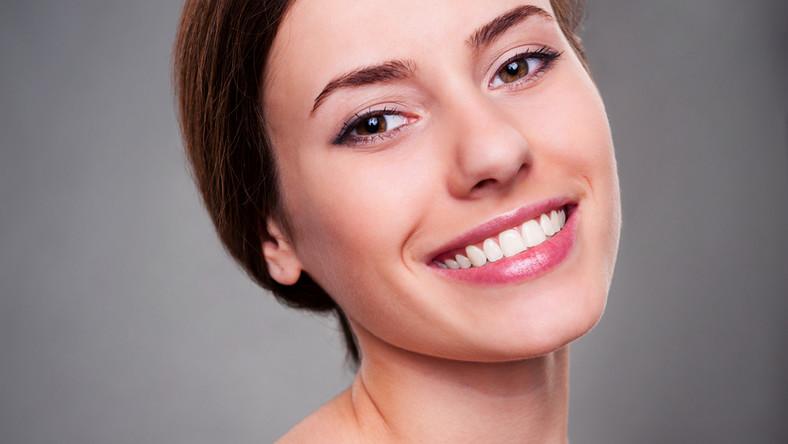Jak sprawić, by zęby były naprawdę białe?