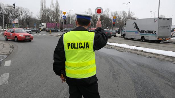 Prowadzenie pojazdu bez wymaganego uprawnienia będzie skutkowało karą aresztu, ograniczenia wolności albo grzywny od 1 tys. zł