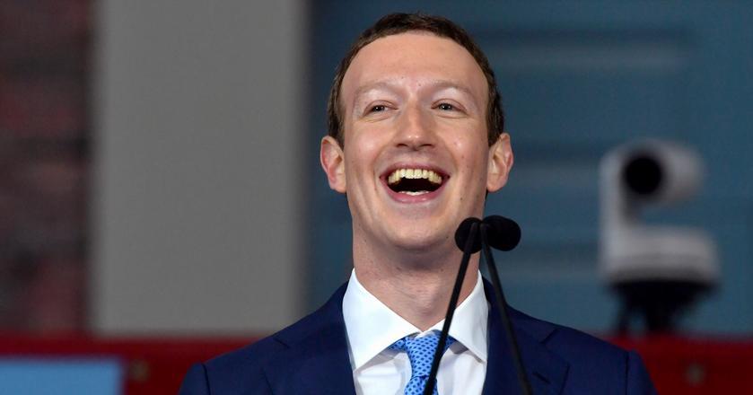 Facebook konkuruje z wieloma firmami i usługami. Firma wprowadza co parę miesięcy nowe funkcje - np. grupy sprzedażowe lub wersję serwisu dla biur