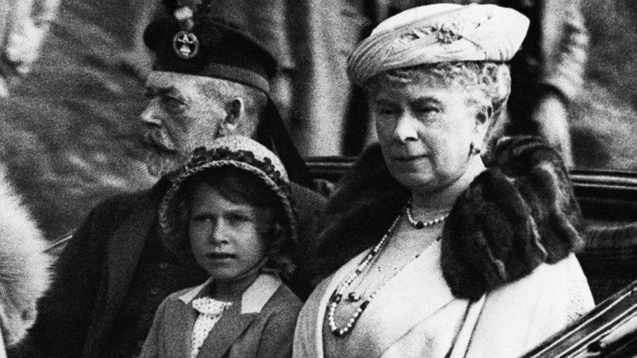 Król Jerzy V z żoną i wnuczką Elżbietą