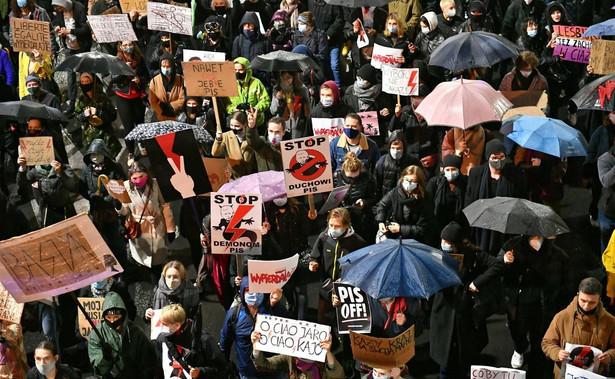 Uczestnicy protestu przeciw zaostrzeniu prawa aborcyjnego