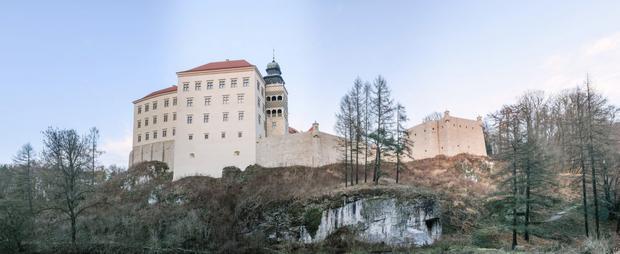 Zamek Pieskowa Skała przed i po remoncie