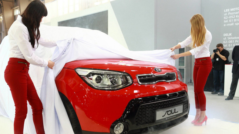 W czasie Motor Show Poznań stał się motoryzacyjną stolicą Polski. W tym roku targi odwiedziło ponad 96 tys. osób. Wśród premier fani czterech kółek mogli zobaczyć pierwszy raz nową generację kii soul. Koreański model przyciągnął tłumy - czym nowość kusi kierowców nad Wisłą?