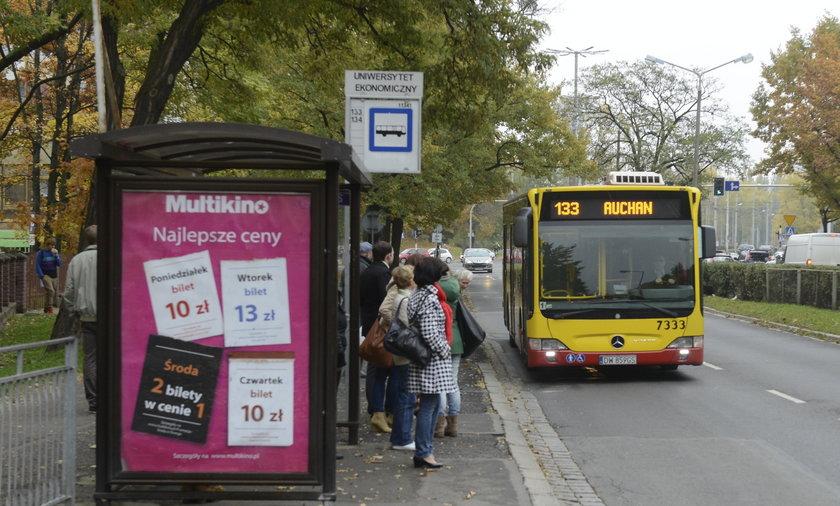 Mapa lokalizująca autobusy