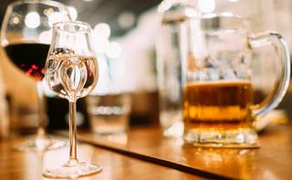 Wydawanie zezwoleń na sprzedaż alkoholu. Pod koniec miesiąca będzie wiadomo, jak bardzo samorządy stracą na opłatach