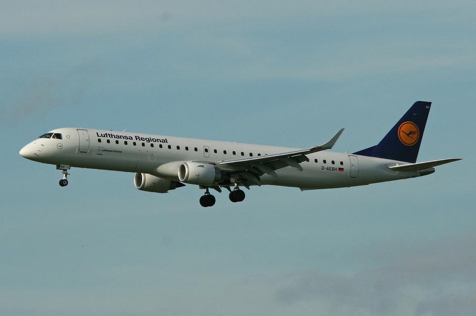 Embraer Lineage 1000 to biznesowa wersja komercyjnego E190, który na pokład może zabrać do 106 pasażerów.