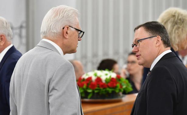 Senatorowie Grzegorz Bierecki (P) i Andrzej Stanisławek (L) na sali obrad Senatu