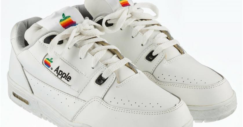 Buty Apple, które trafiły na aukcję