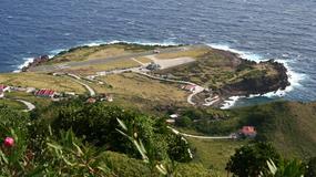 Najkrótszy pas startowy świata. Samolot hamuje tuż przed stromym urwiskiem [WIDEO]