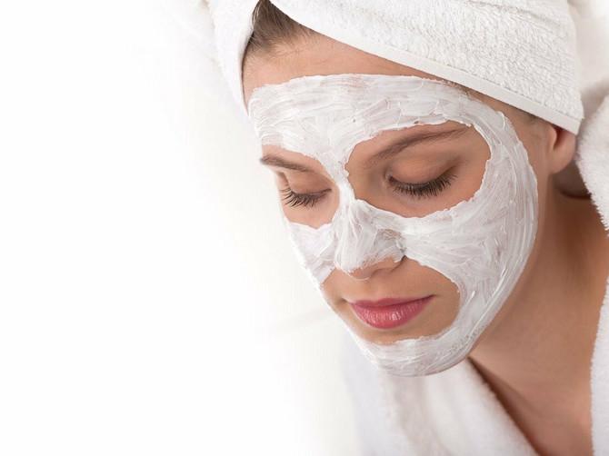 Za ovu MOĆNU masku već imate sve u kući, košta 15 dinara, a učiniće da vam koža ZASIJA za PET MINUTA