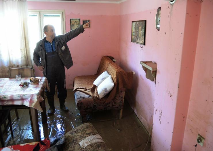 471586_lucani-poplava-11-foto-beba-bojovic