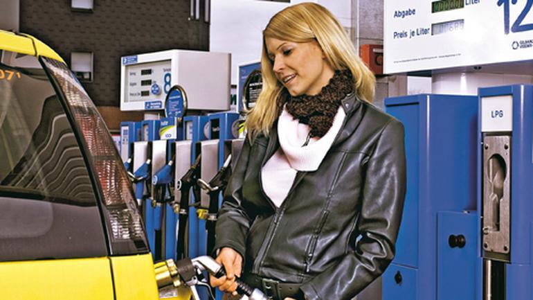 Jak zmniejszyć zużycie paliwa? Auto na diecie