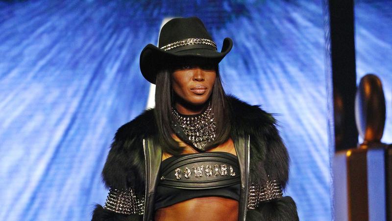 Naomi Campbell w świetnej formie pokazała brzuch