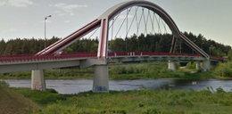 Skakała z mostu w Ostrołęce. Już leciała, gdy chwycił ją za ubranie