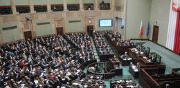 Skandaliczny przywilej parlamentarzystów. Płacą niższe podatki