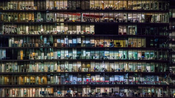 W Polsce duża część firm prowadzona jest twardą ręką przez swoich założycieli. To hamulec rozwojowy. Bo menedżerowie korporacji ery cyfrowej nie przypominają już kapitana dyktującego tempo wiosłowania.
