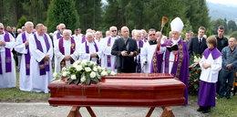 Tłumy duchownych na pogrzebie biskupa-pedofila