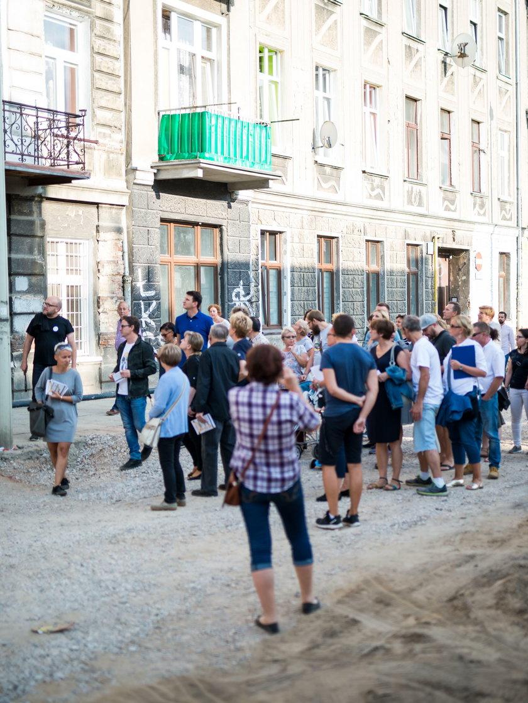 Hanna Zdanowska na spacerze na Starym Polesiu