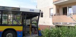 Autobus wjechał w blok! ZDJĘCIA