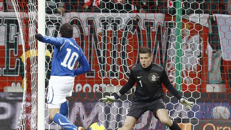 Wojciech Szczęsny po tym strzale musiał drugi raz wyjąć piłkę z siatki