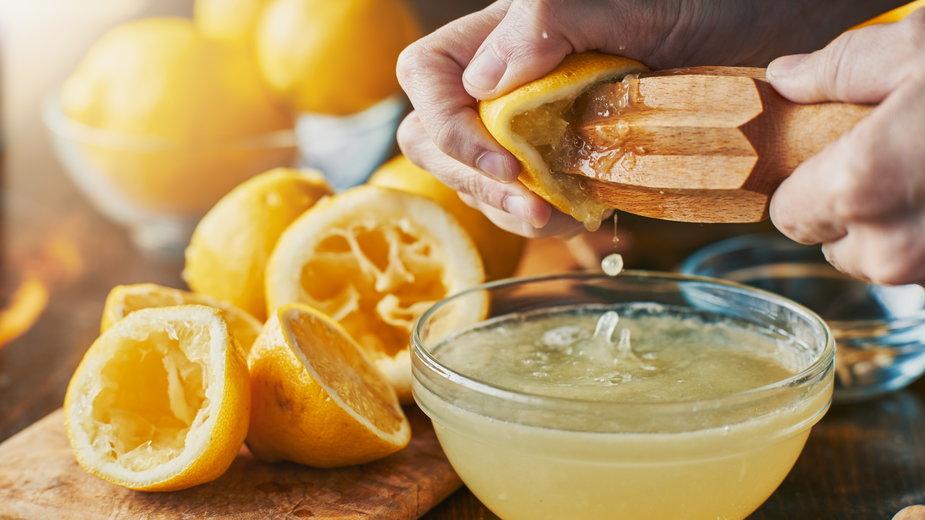 Jakie właściwości ma sok z cytryny? - Joshua Resnick/stock.adobe.com