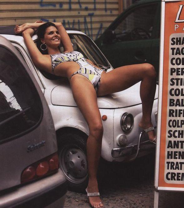 "Zdjęcia z kalendarza ""Sport Illustrated: Swimsuit The Explorers Edition"""