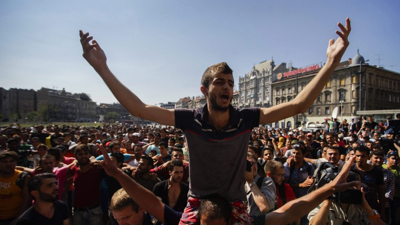 Rzecznik węgierskiego rządu Zoltan Kovacs powiedział, że jego kraj będzie przestrzegał unijnych regulacji.