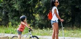Ola Szwed hula z rodziną po parku