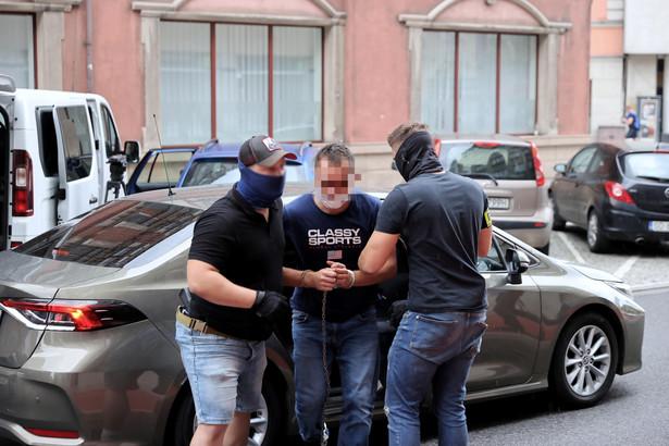 Kierowca miejskiego autobusu, który 31 lipca rano przejechał w Katowicach 19-letnią dziewczynę usłyszał zarzuty