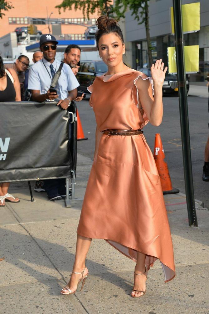 A kako ocenjujete ovu njenu haljinu?